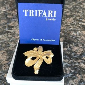 TRIFARI VINTAGE GOLDTONE BOW BROOCH